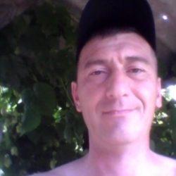 Парень ищет девушку в Вологде для секса без обязательств