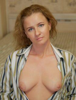 Знающая толк в сексе красавица ищет в Вологде мужчину для интим встреч
